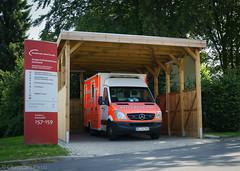 Krankenwagen am Knappi (Christian Passi - Steher82) Tags: feuerwehrdortmund feuerwehr krankenwagen emergency ems rtw ktw 112 mercedesbenz holz klinikum blaulicht westfalen