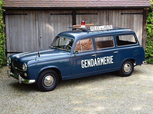 "Peugeot 403 Break ""Gendarmerie"" (1959)."