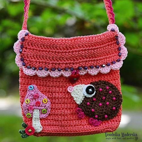 Just perfect for the #fall 😊🍄🍃 #vendulkam #crochetpurse #crochetpattern #magicwithhookandneedles #etsy #ravelry #crochet #purse #hedgehog #mushroom #crochetappliques #crocheting #crochetaddict #crochetfever #crocheteveryday