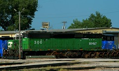 BN SD40-2B at MAC (Jeff Carlson_82) Tags: bn bnsf burlingtonnorthernsantafe emd sd402b bunit 300 cascadegreen mac midamericacar kc kansascity mo missouri train railfan railroad railway burlingtonnorthern wreck rebuild rebuilt
