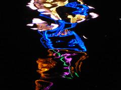 psychedelic - Reflexion im Main, Michaelismesse in Miltenberg 2016 (zikade) Tags: reflexionen licht farbigeslicht farben gelb orange feuer main miltenberg odenwald kirmes volksfest blau michaelismesse 2016