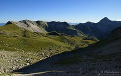 Calde luci tagliano la conca di Campo Pericoli (EmozionInUnClick - l'Avventuriero's photos) Tags: campopericoli gransasso doline montagna panorama