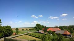 The storks of the neighborhood circle the storks of the village Darchau. (arwed.kubisch1) Tags: darchau village neuhaus strche storch ciconiidae stork storks blau himmel wolkig wolken blue sky cloudy clouds sonnig sunny