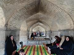 Picknick unter der Brcke, Isfahan (schaffer.walter) Tags: iran