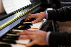 Power of Hands (People, Places, Culture - N. Delbrck Fotografie) Tags: jazz piano klavier jazzlips hamburg music musiker musicians yamaha hands canoneos6d canon noten