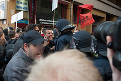 1.Mai Berlin 2012-9097 (Christian Jäger(Boeseraltermann)) Tags: berlin demonstration feuer polizei brutal 1mai pyros barrikaden schläge pyrotechnik polizeigewalt festnahmen tritte schwerverletzt christianjäger wawe10000 boeseraltermann 017634423806