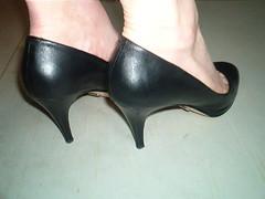5690017986_83911ca029_z (grandmacaon) Tags: pumps highheels stilettos lowcut talonsaiguille escarpins sexyheels hautstalons toescleavage