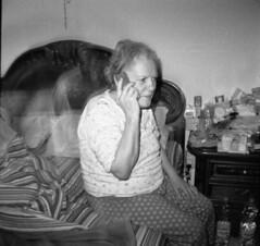 img689 (Minchioletta) Tags: blackandwhite bw bed lomo lomography toycamera mum mamma kodaktmax400 letto biancoenero lomografia dianamini