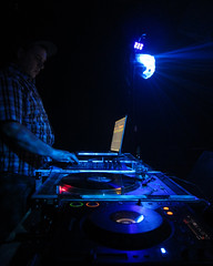 IMG_1404 (Dan Correia) Tags: macintosh lights traktor dj laptop mixer nightclub turntables drumnbass cdjs macbookpro basek traktorscratch