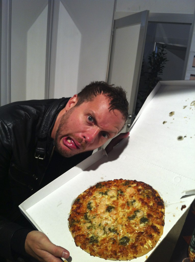 Happy Friday, Ev Fans! Just for you, a great shot of Tim gettin' his grub on backstage!