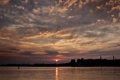 Plymouth Hoe sunset (yadrad) Tags: sunset sky devon plymouthhoe mountbattenpier plymouthskyline