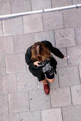 From Above (josephzohn | flickr) Tags: girls people mobil fromabove cellphones tjejer människor uppifrån brahegatan