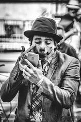 Milho Baunilha - Raúl, Le Clown Brésilien (davcsl) Tags: blackwhite bw biancoenero blackdiamond carnaval davcsl gard europe people féria france pégoulade languedocroussillon nimes noiretblancblackwhite monochrome monotones nîmes occitanie noiretblanc portrait spectacle représentation costume clown