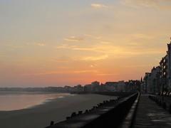 Lever de soleil (Plage du Sillon) (saintmalojmgphotos) Tags: plagedusillon sillon bassinduguaytrouin port lever soleil saintmalo 35 solidor bateaux plage sable fish
