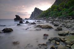 Watu Lumbung, Yogjakarta (nGkU Li) Tags: watulumbung ngkuli nature indonesia yogjakarta fujifilm xpro2 seascape sunset slowshutter rock flickrtravelaward outdoor sea water