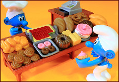 Something else for you today? (Rigib) Tags: blue macro cake canon bread toy miniature baker 28mm cupcake bakery figure rolls smurf smurfs greedy cashregister loaves baked schlumpf pitufo cinnamonrolls jakks crescents schlmpfe schtroumpf peyo puffo f220 lens00025 img1021    greedysmurf moulov sanafer bakersmurf ourdailychallenge
