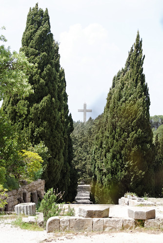 La croix géante vue depuis le monastère de Philerimos - Rhodes - Grèce