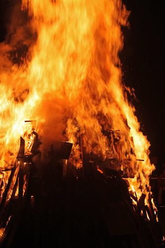 park uk light fire kent jubilee flames queen diamond queens flame bonfire beacons fires beacon medway broomhill bonfires strood