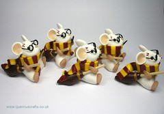 Harry Potter Mouse (QuernusCrafts) Tags: cute scarf mouse wand harrypotter polymerclay quidditch broomstick gryffindor quernuscrafts
