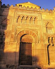 Puerta de San Ildefonso, Mezquita-Catedral de Crdoba, Andalusia, Espaa (edk7) Tags: door sunset espaa architecture canon spain 2000 arch catedral mosque mezquita column kodachrome andalusia engaged crdoba ef 2880mm eos650 13556 puertadesanildefonso mezquitacatedraldecrdoba edk7 historiccentreofcrdobaunescoworldheritagesite