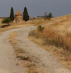 Non tutte le strade portano a Vitaleta.... (Sara.Gu) Tags: street italy landscape strada italia chiesa tuscany siena pienza toscana valdorcia paesaggio cappella vitaleta gemellidiversi