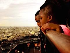 Twins (Ren Mollet) Tags: paris142 boys twins paris color street streitphotographie ren mollet