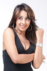 South Actress SANJJANAA Photos Set-9 (17)