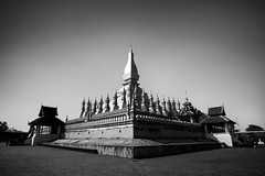 Pha That Luang  (Great Stupa) - Vientiane, Laos (pas le matin) Tags: bw blackandwhite monochrome outdoor phathatluang greatstupa stupa vientiane laos lao capital city temple buddhism asia asie architecture ancient travel voyage world or gold golden building canon 7d canon7d canoneos7d
