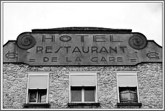 11 - Rambouillet, Faade - Dtail (melina1965) Tags: aot august 2016 ledefrance yvelines nikon d80 noiretblanc blackandwhite bw rambouillet faade faades fentre fentres window windows ciel sky