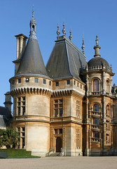 Waddesdon Manor (shadow_in_the_water) Tags: gradeilisted nationaltrust waddesdonmanor hippolytealexandredestailleur neorenaissance 18741889 architecture baronferdinandderothschild towers waddesdon buckinhamshire hp18 northfront