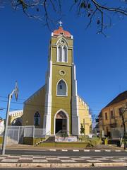 "Foz do Iguaçu: une église bien colorée <a style=""margin-left:10px; font-size:0.8em;"" href=""http://www.flickr.com/photos/127723101@N04/29530294652/"" target=""_blank"">@flickr</a>"