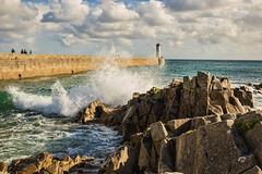 Bretonische Brandung IV (Seahorse-Cologne) Tags: audierne bretagne breizh brandung meer leuchtturm lighthouse frankreich france sea wellen