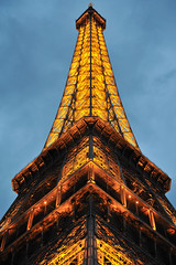 Simply shot (jmvnoos in Paris) Tags: light paris france tower night lights nikon tour lumire towers eiffeltower eiffel symmetry toureiffel 100views nights tours nuit lumires symtrie 15faves nuits 5faves 10faves 20faves d700 jmvnoos 10favesext 15favesext 20favesext 5favesext