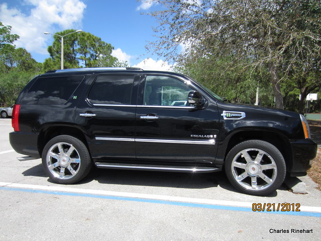 auto car truck automobile gm florida cadillac transportation sarasota hybrid suv escalade