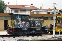 Trenitalia Clas 214.400 0-4-0 diesel shunter No. 214.4142 at S Giorgio di Nogaro on 1 June 2012 (A Scotson) Tags: italy graffiti fs greco grafiitti italianrailways watercrane serfer class214 industrialloco sgiorgiodinogaro