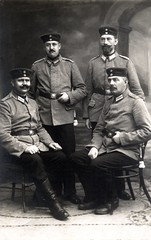 Four Landsturmmnner from Garde-Landsturm-Infanterie-Bataillon Zossen (G. 2) pose for a memento photograph in Zossen, October 1915 ( drakegoodman ) Tags: infantry soldier postcard worldwarone soldiers ww1 greatwar firstworldwar worldwar1 bayonet germanarmy germansoldier germansoldiers rppc infantrymen landsturm feldpost troddel feldmutze krtzchen