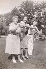 Oxf_45_5 (Easttexchem) Tags: family group devon oxford grandparents clothesline hangingout 1946