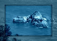 essere scoglio (Alessandra Leonetti) Tags: california america mare bigsur azzurro scoglio alessandraleonetti