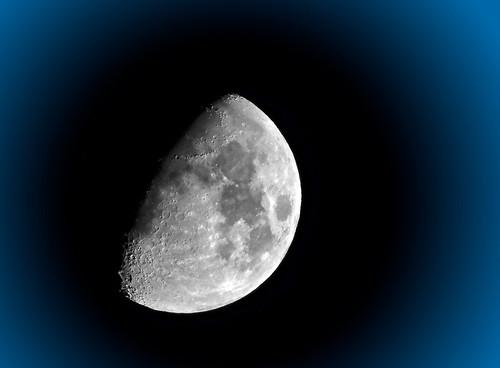 "DSCN1280b_ ""Aim for the moon, even if you miss it, you'll become one of the stars."" (Andr-Jean B. -Un jour, J'ai vu...) moon lune nikon luna lunar afterdark moonshot halfmoon p510 aimingforthemoon nikoncoolpixp510 essaidelune capturedelune"