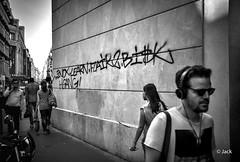 (Jack_from_Paris) Tags: l1004366bw leica m type 240 10770 leicasummicronm35mmf2asph 11879 dng mode lightroom capture nx2 rangefinder tlmtrique bw noiretblanc monochrom wide angle paris tte le marais mur wall incomprhensible urbain urban tag art