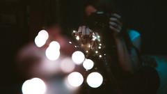 (~ Reinaba en el ambiente la Locura ~) Tags: bokeh lights luces mano retrato selfportrait me color canon 6d sigma