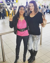 Quick airport coffee meet-up (Natassia Crystal) Tags: tgirl transgender transvestite crossdresser crossdressers airport casualoutfit skinnyjeans blackboots