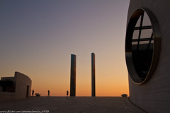 3 persons in the distance... (paulo_1970) Tags: paulo1970 canon7d canon canon1022mmf3545 fundaochampalimaud lisboa lisbon
