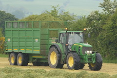 John Deere 6830 Tractor with a Smyth FieldMaster Silage Trailer (Shane Casey CK25) Tags: john deere 6830 tractor smyth fieldmaster silage trailer jd field master pit clamp mitchelstown silage16 silage2016 grass grass16 grass2016 winter feed fodder county cork ireland irish farm farmer farming agri agriculture contractor ground soil earth cows cattle work working horse power horsepower hp pull pulling cut cutting crop lifting machine machinery nikon d7100 tracteur traktori traktor trekker trator ciągnik crops collecting collect