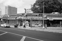 Queens Boulevard (triebensee) Tags: canonet ql17 40mm f17 fujineopanacros rodinal 150 selfdeveloped adox fujifilmneopanacros100