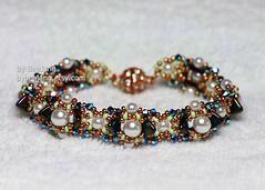 Diandra Bracelet (BeeJang - Piratchada) Tags: beadweaving beading beadwork jewelry handmade bracelet czech green swarovski crystal gold golden miyuki pearl white duracoat