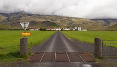 Farm below Eyjafjallajkull, Iceland (maxunterwegs) Tags: clouds cloudy eyjafjallajkull farm iceland island islande islandia islndia road rua rue strase street wolken suurland