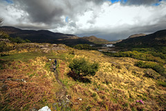 hike between showers in the Kingdom of Kerry (dorameulman) Tags: ireland countykerry kingdomofkerry landscape travelphotography atmospheric showers outdoor dorameulman hike