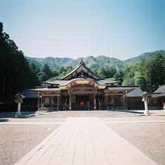 R1-38 -   (redefined0307) Tags: zenzabronicas2 zenzabronica niigata japan shrine fujifilmpro400h mediumformat film architecture