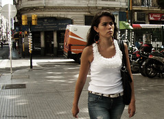Bad girl / Chica mala (Claudio.Ar) Tags: street city summer people woman color fall argentina girl beauty fashion topf50 buenosaires candid sony ciudad dsc h9 claudioar claudiomufarrege